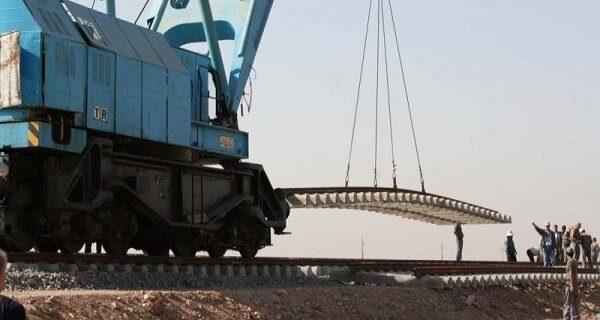 آغاز عملیات ریل گذاری مکانیزه راه آهن همدان-سنندج