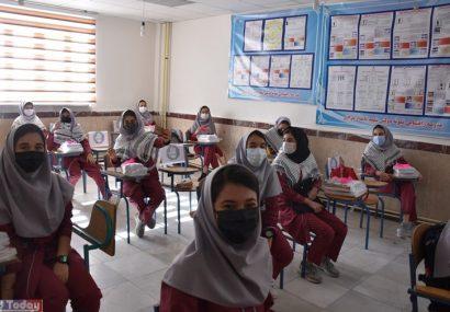 ۳۲۰ هزار دانش آموز عازم کلاس های تعلیم و تربیت شدند