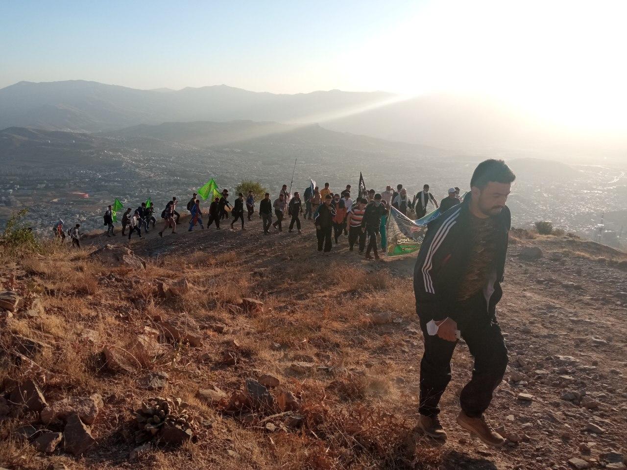 صعود ۵۰۰ نفری بسیجیان سنندج به قله آبیدر